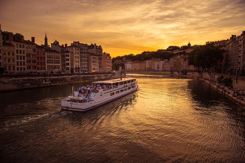 Bateau_restaurant_Hermes_Saone_Quais_Lyon_City_Boat_2_.jpg